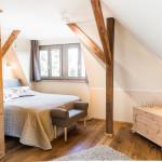 gemütlicher Schlafbereich mit Boxspringbett